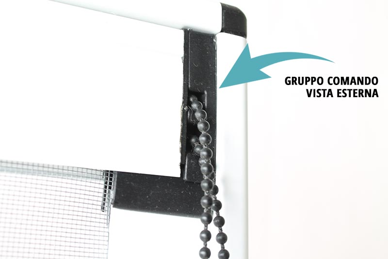 Zanzariera a catenella con scorrimento verticale per finestroni